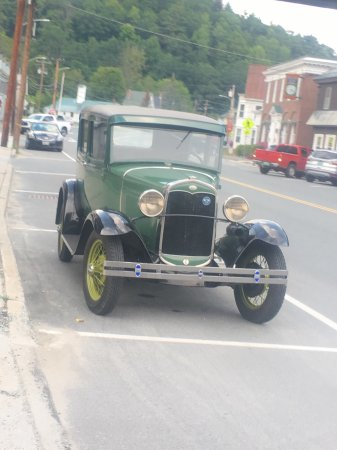 Wells River, VT: Old town = Old Car
