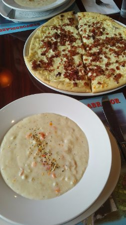 Fermeuse, Canada: Seafood chowder and garlic cheese fingers