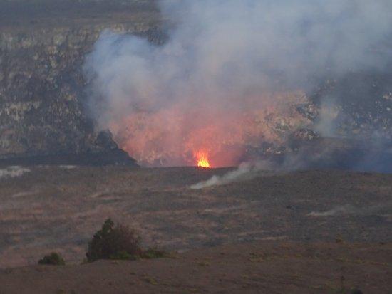 Thomas A. Jaggar Museum : telephoto pic of lava in caldera