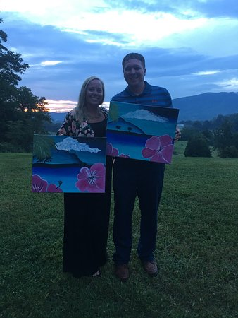 Eagle Rock, VA: Paint night at the Blue Ridge Vineyard!!