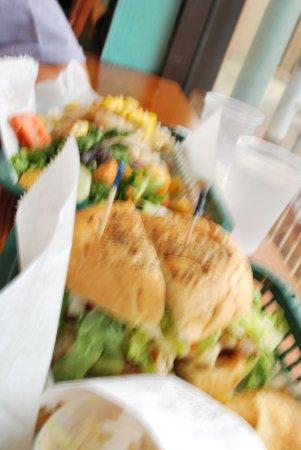 Fish Market Maui : Yummy fish burger