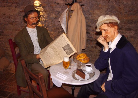 Time Travel Vienna: Early coffee house with models - and croissants!