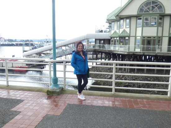 Nanaimo, Kanada: Barbara enjoying the walk