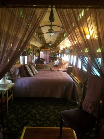 Whistle Stop B & B: Interior of Viking Car