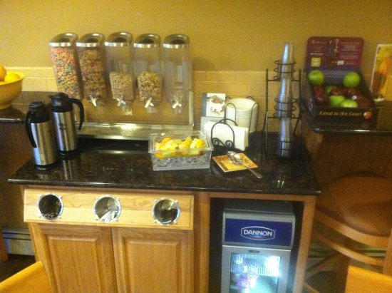 Best Western Vista Inn: The breakfast cereal station, only one of three breakfast stations.