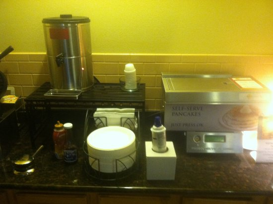 Best Western Vista Inn: Another of the three breakfast stations