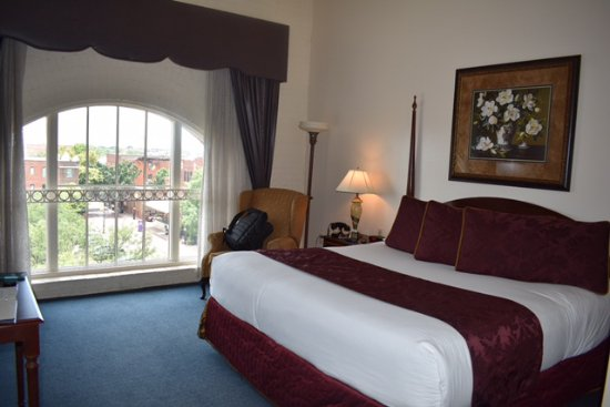 Hotel at Old Town: King bed with window.