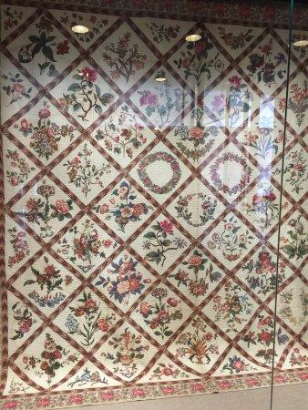 "Charleston Museum: A quilt but a ""dead"" exhibit"