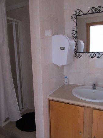The Poets Inn : Bathroom on 3rd floor