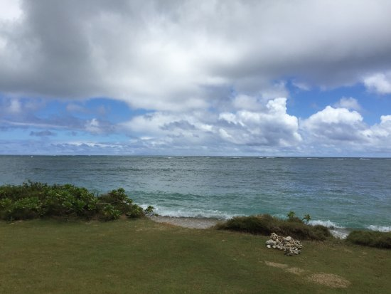 Pat's at Punalu'u: The beach area is very beautiful