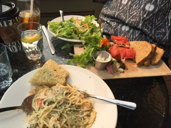Auntie Pesto's Cafe: photo0.jpg