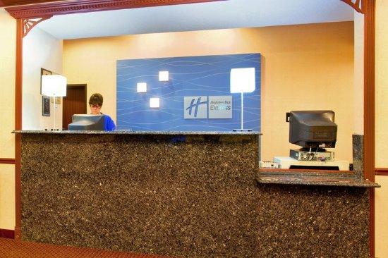Sycamore, IL: Front Desk
