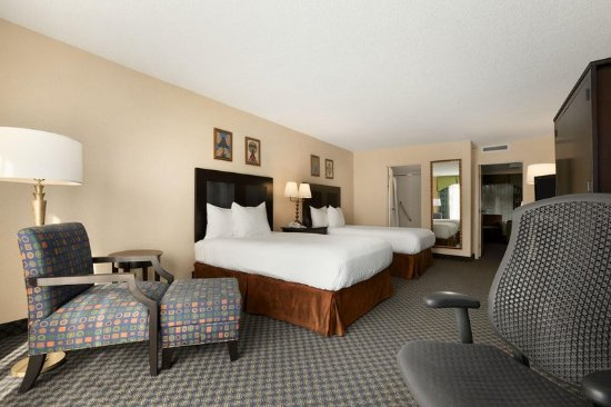 Miami Springs, FL: Double Bedroom Miami Embassy Suites Airport