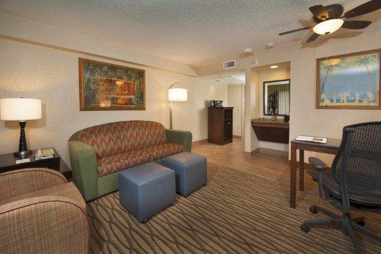 Miami Springs, FL: Suite Seating Area