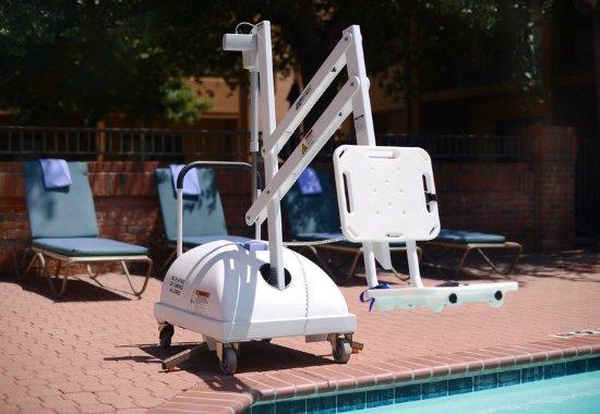 เออร์วิง, เท็กซัส: Accessible Chair Lift