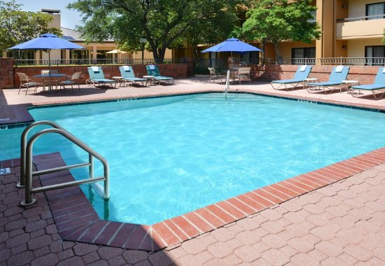 Irving, TX: Indoor/Outdoor Pool