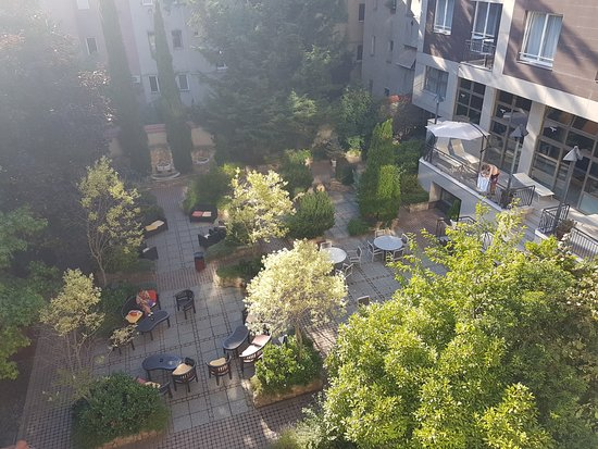 Adina Apartment Hotel Budapest: Internal courtyard
