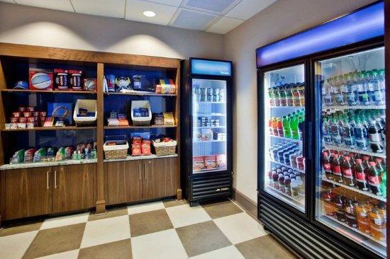 Hampton Inn & Suites Chapel Hill/Carrboro: Suite Shop