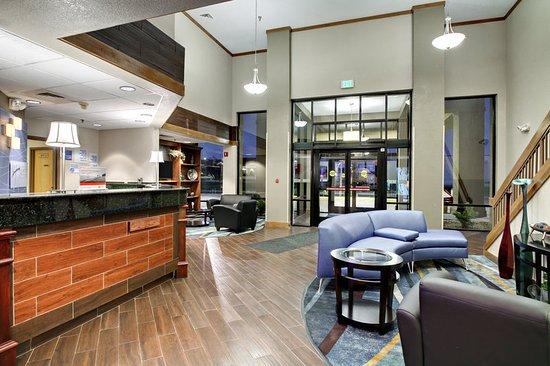 Holiday Inn Express Marshfield (Springfield Area): Hotel Lobby