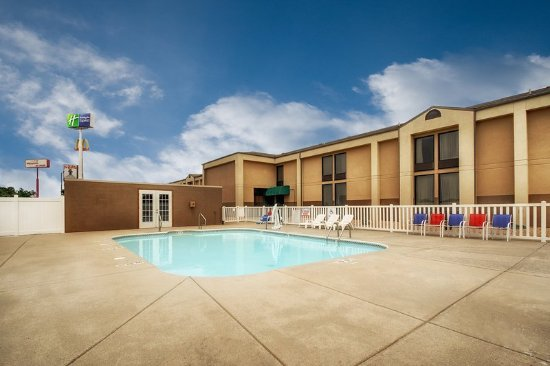 Marshfield, MO: Swimming Pool