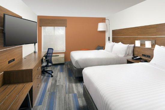 College Park, MD: Our two queen bedroom offers guests use of free Wi-Fi