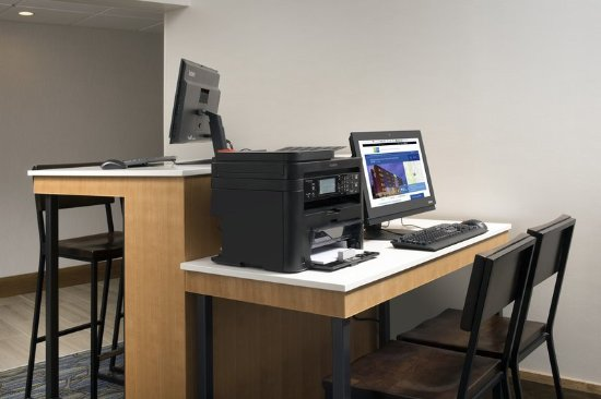 College Park, MD: Guests can enjoy the use of our 24 hour onsite business center