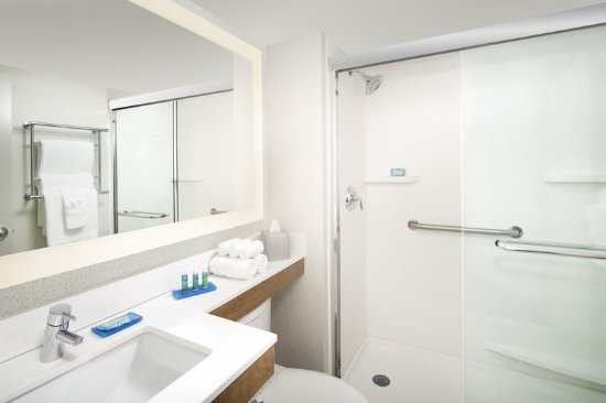 College Park, MD: Guest room bathroom