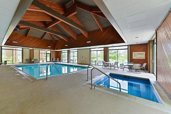 Carol Stream, IL: Pool/Whirlpool