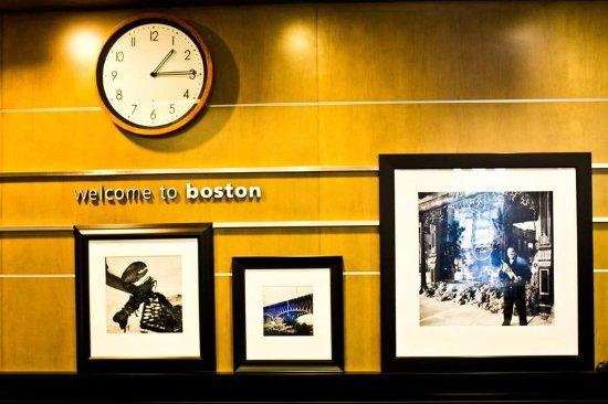 Hampton Inn & Suites Boston Crosstown Center: Front Desk Area