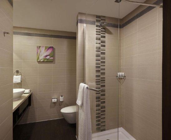 Hilton Garden Inn New Delhi / Saket: Standard Bathroom