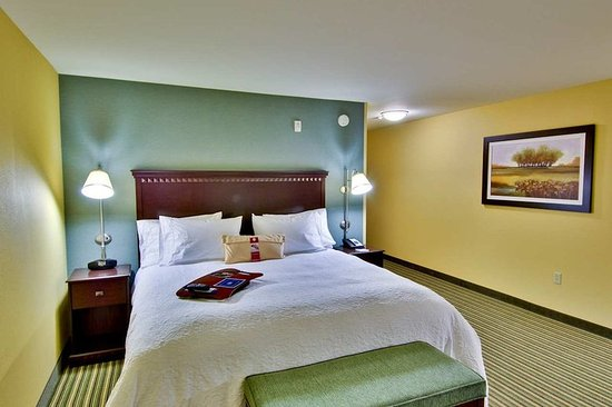 Hampton Inn & Suites Moreno Valley: Standard King Room
