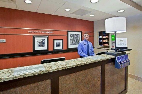 Brockport, État de New York : Front Desk