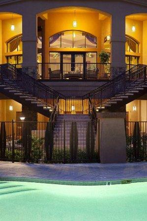 Embassy Suites by Hilton Tucson Paloma Village: Heated Pool