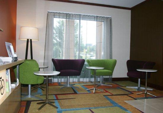 Fultondale, AL: Lobby Sitting Area
