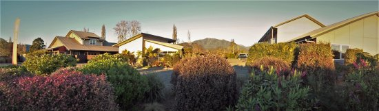 Takaka, New Zealand: Mohua Motel from the front garden.