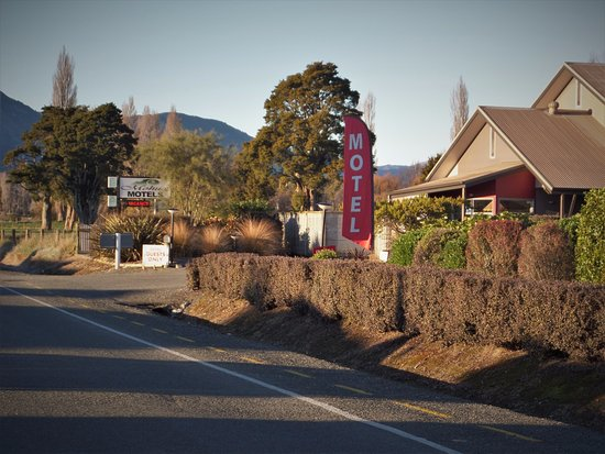 Takaka, New Zealand: Mohua motel from the front.