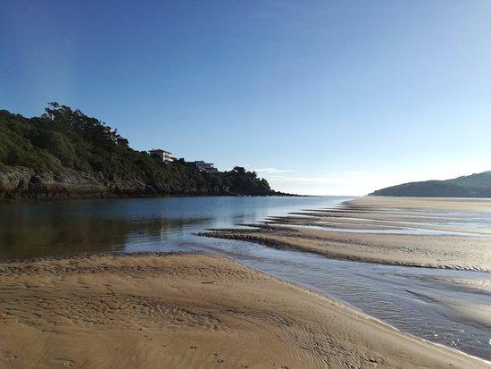 Arnuero, Spanyol: La ría con marea baja
