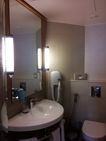 Ibis One Central   World Trade Centre Dubai: Sehr Gutes,modernes Bad