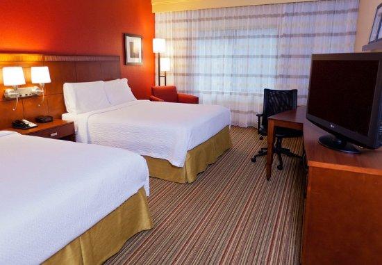 Des Plaines, IL: Queen/Queen Guest Room