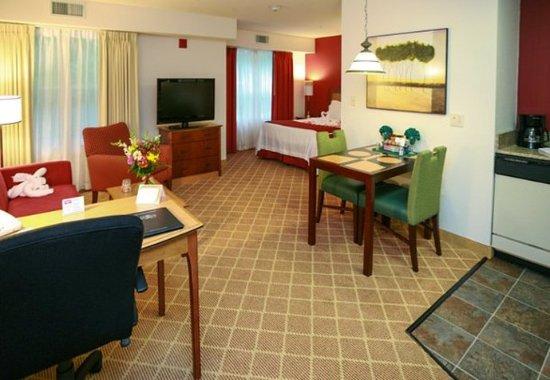 Westford, MA: Queen Studio Suite