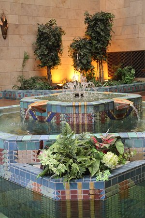 Joslyn Art Museum: Storz Fountain Court