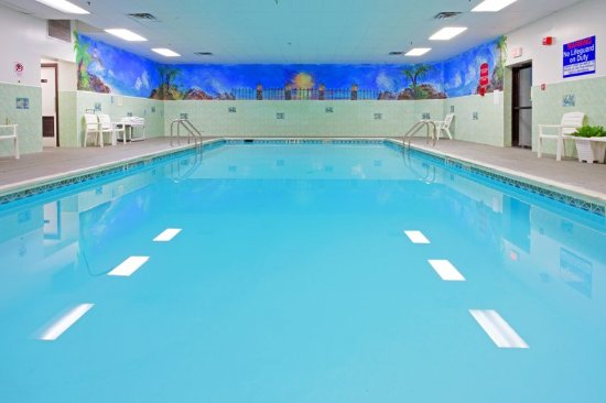 Stony Brook, Nova York: Enjoy our indoor heated swimming pool from 5:30am-10:00pm
