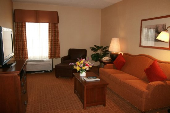 Victor, NY: Standard Suite Living Room