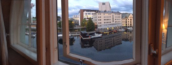 Hotel Brosundet: The view of the harbor from my room