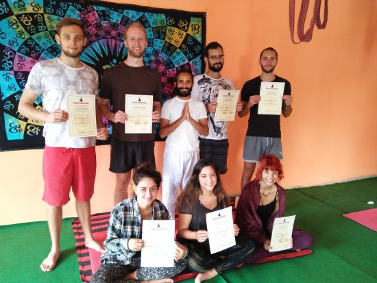 Bhagsu Nag, Indie: students completed intensive course
