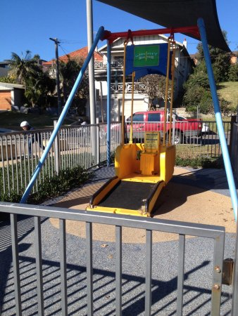 Collaroy Beach, Australien: Disabled swing