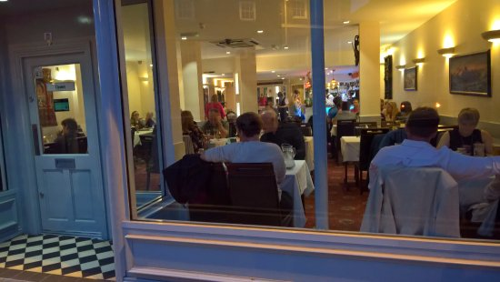Gurkha Chef Restaurant: Looking in