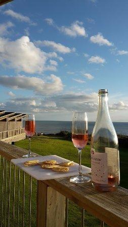 Waiuku, New Zealand: Wine on the private balcony of Studio