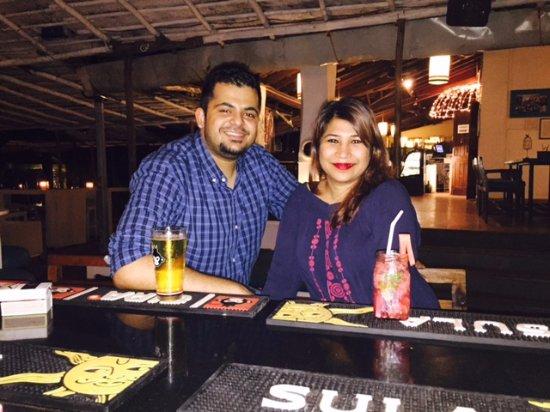 Anjuna, Hindistan: At the bar