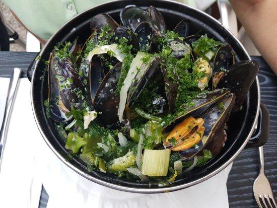 Ganshoren, Belgique : Brochette, mosselen, dame blanche, coupe brésilienne